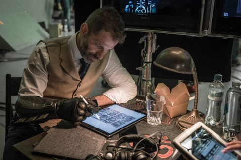 zack-snyder-justice-league-set-photo-deathstroke-1280x854.jpeg