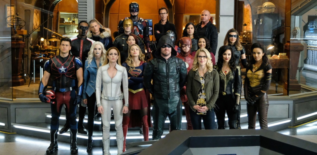 arrowverse team up picture