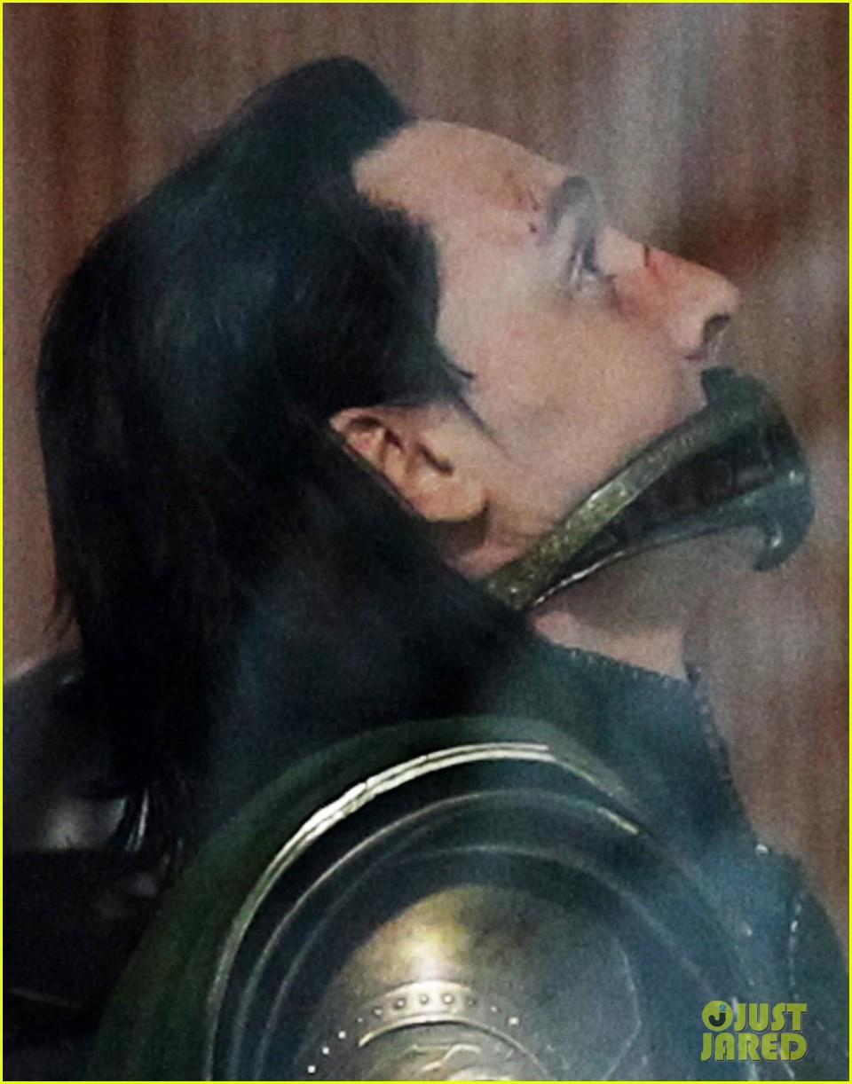 tom-hiddleston-gets-into-loki-costume-for-avengers-4-02.jpg