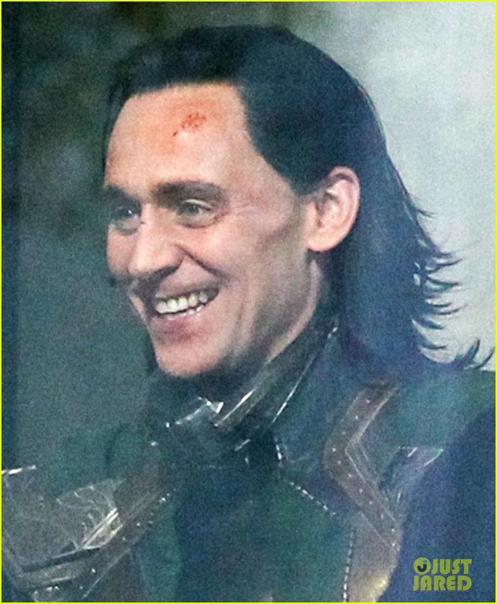 tom-hiddleston-gets-into-loki-costume-for-avengers-4-04.jpg