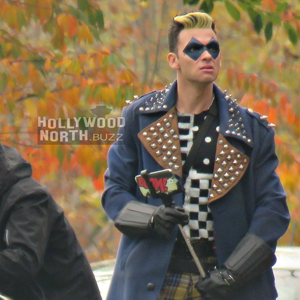 New The Flash Set Photos Feature Elongated Man In Costume And