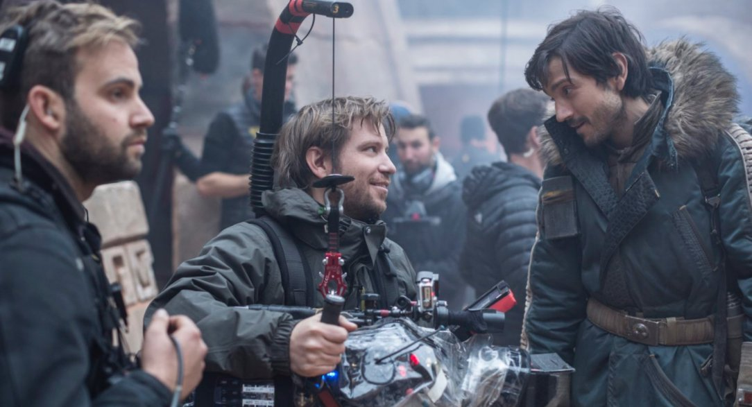 gareth-edwards-on-the-set-of-rogue-one.jpg