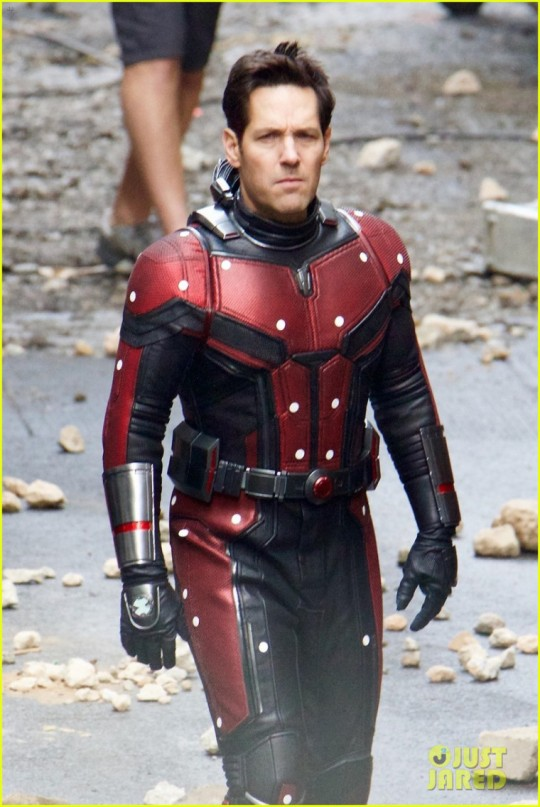 avengers-set-photos-january-10-06-1.jpg