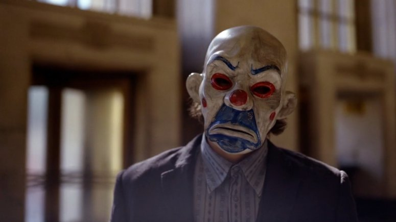 the-dark-knight-bank-heist-joker-mask-1135056.jpeg